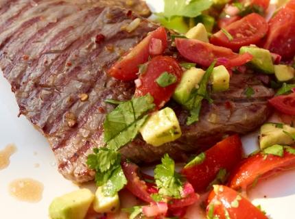 Bifteck à la salsa de tomates