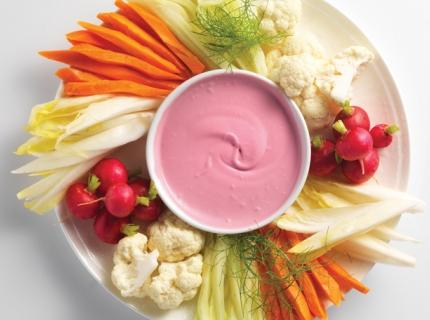 Rafraîchissant apéritif de légumes, sauce à la betterave