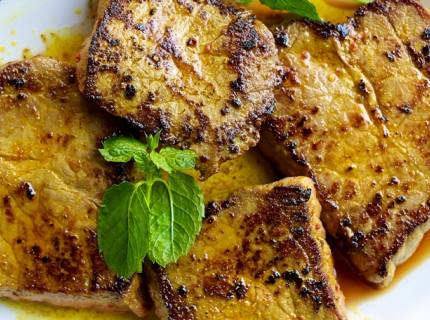 Steaks à l'indienne, raïta à l'ananas