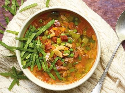 Potage aux légumes et chorizo