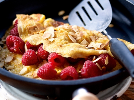 Omelette aux framboises, amandes et mascarpone