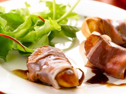 Salade aux poires au vinaigre balsamique et au jambon