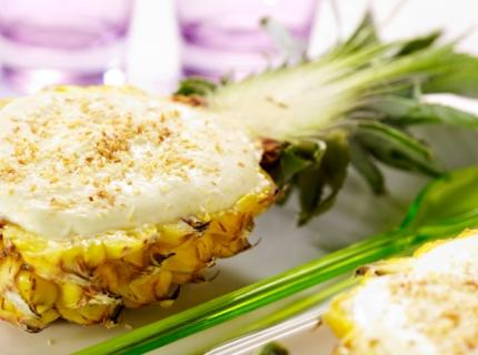 Demi-ananas fourré à la mousse d'ananas
