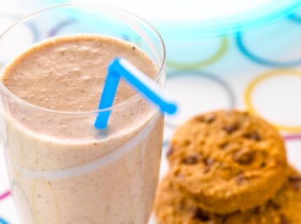 Milkshake à la banane et aux cookies