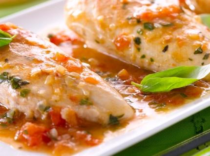 Filets de poulet à l'ail et aux tomates fraiches
