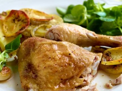 Cuisses de poulet au vin blanc et pommes boulangère