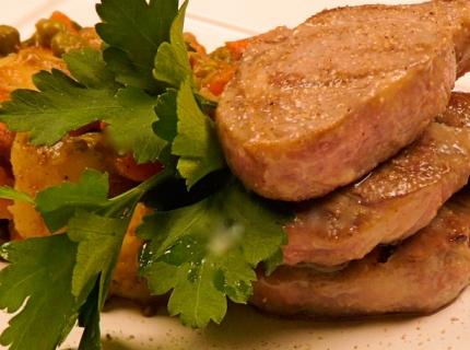Côtes d'agneau et poêlée de légumes au curcuma