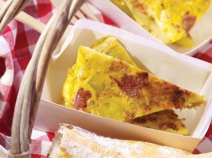 Omelette espagnole aux pommes de terre, oignons et chorizo