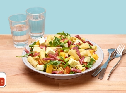 Salade de pâtes aux lardons et à la feta