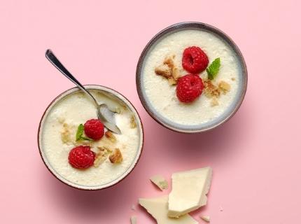 Mousse de chocolat blanc au yaourt entier, vanille et crumble de pâte sablée