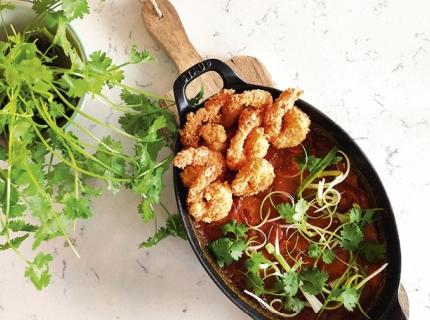 Scampis croustillants et gratin de panais au curry jaune