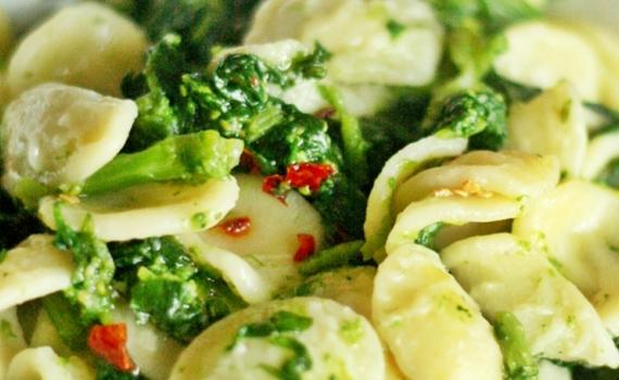 Orecchiette au brocoli et pignons de pin