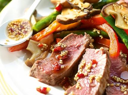 Salade chaude à l'agneau et vinaigrette au sésame