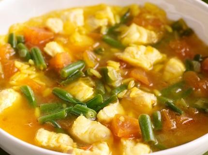 Soupe-repas au poisson et au riz thaï